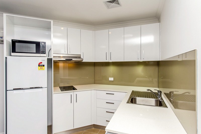 Alpha Hotel Canberra - One Bedroom Apartment - Kitchen