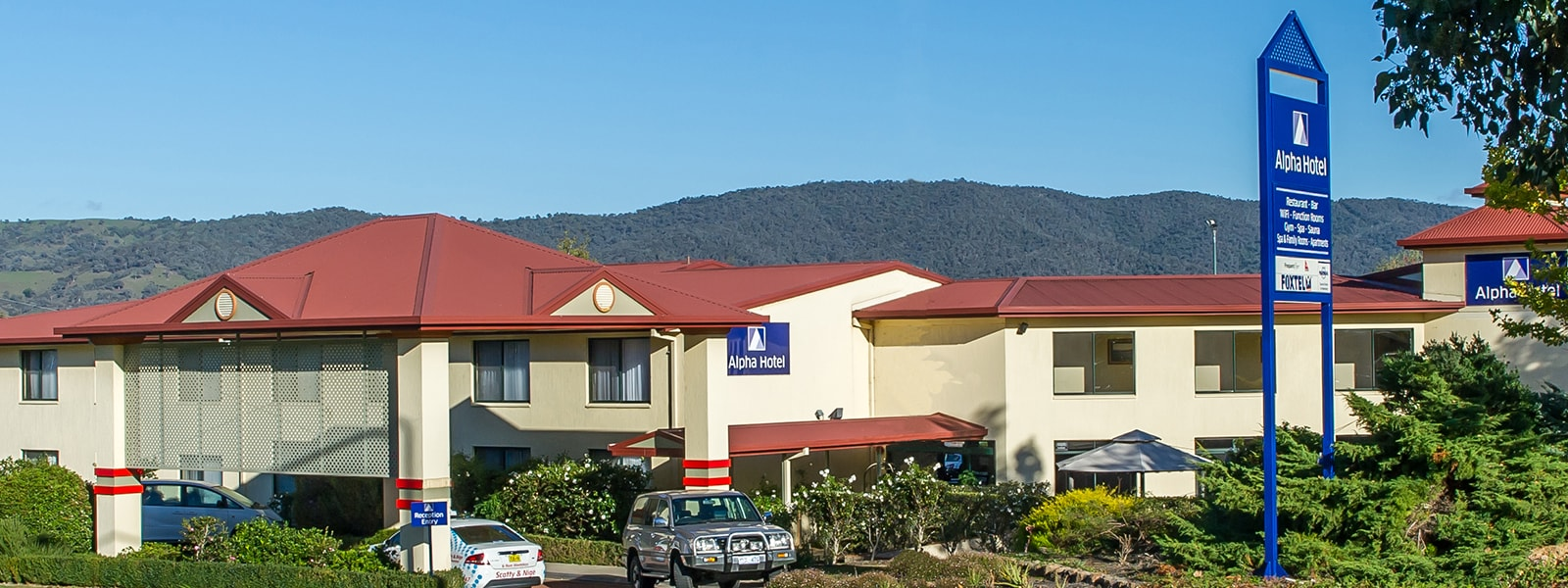 Alpha Hotel Canberra Exterior