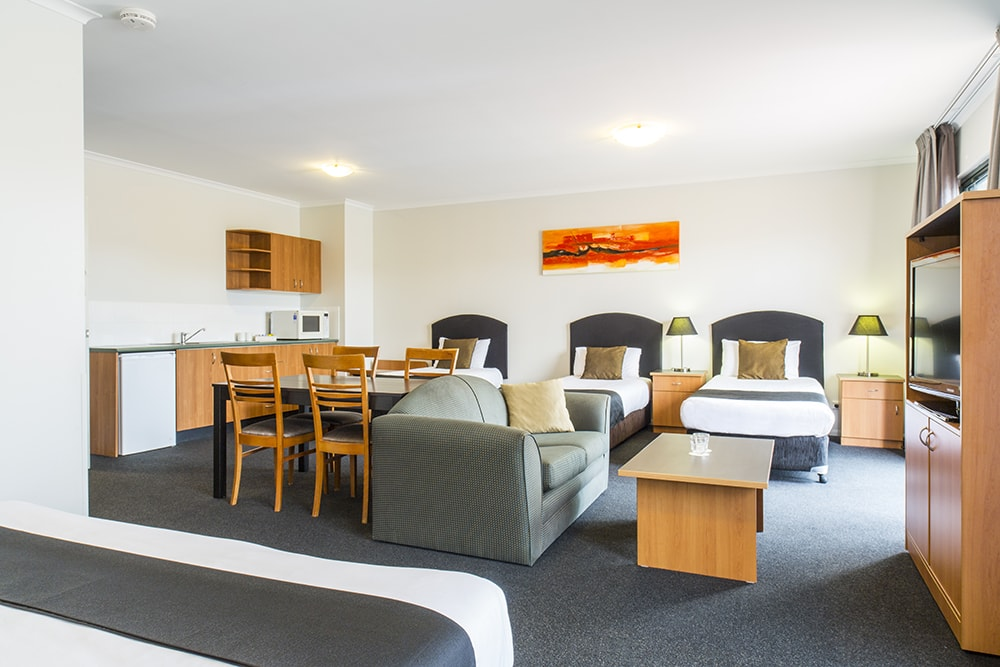 Alpha Hotel Canberra Family Room with Living